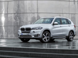 Bild: Nur in Details ist der neue BMW X5 mit Plug-In-Hybrid-Antrieb von der normalen Variante zu unterscheiden.