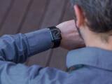 Bild: Ein Monat lang habe ich die Apple Watch und die Apple Watch Sport (im Bild) wechselweise am Arm getragen.