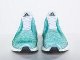 Bild: Sieht auf den ersten Blick fast wie ein gewöhnlicher Sneaker aus: Noch namenloser Adidas-Schuh, der zum Teil aus alten Treibnetzen besteht.