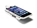 Bild: Das Aiptek MobileCinema wird wie eine Schutzhülle an das iPhone geklemmt.