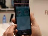 Bild: Soll Fingerabdruckscannre in Smartphones ersetzen: der Iris-Scaner von Fujitsu.