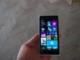 Bild: Gehäuse und Technik sind beim Nokia Lumia 730 und 735 nahezu identisch.