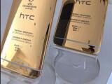 Bild: Das HTC One M9 aus 24-Karat-Gold wurde für den offiziellen Twitter-Kanal von HTC mit dem iPhone 6 fotografiert.