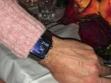 Bild: Wohl proportioniert - laut einigen Fans, die die Apple Watch bereits in freier Wildbahn sahen, schreit die Smartwatch aus Cupertino nicht nach Aufmerksamkeit.