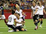 Bild: Halbfinale! Jubel nach dem Viertelfinale-Spiel gegen Frankreich, das Deutschland im Elfmeterschießen gewann.