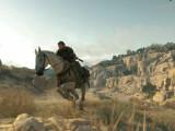 Bild: Auch auf dem Pferd ist Snake auf Mission.