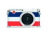 Bild: Die Leica X (Typ113) Edition Moncler besitzt eine Belederung in den französischen Nationalfarben.