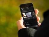 Bild: Mit Spotify könnt ihr auch ohne Internetverbindung unterwegs auf eure Musik über die Spotify-App zugreifen.
