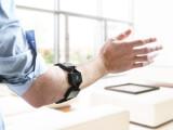 Bild: Mit dem Arm Präsentationen durchführen, das Smart Home oder Drohnen steuern – Myo macht es möglich.