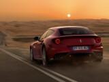 Bild: Der Ferrari FF erscheint mit CarPlay.
