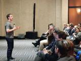 Bild: Facebook-Chef Marc Zuckerberg stellt sich den Fragen der Gäste auf einer Veranstaltung in Bogotá (Kolumbien).
