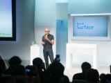 Bild: Microsoft-Chef Satya Nadella will an der Tablet-Serie Surface festhalten.