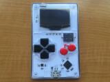 Bild: Der Arduboy erinnert stark an Nintendos Game Boy.