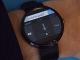 """Bild: Mithilfe des """"Analog Keyboard"""" können Nutzer auf ihrer Smartwatch schreiben."""