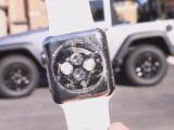 Bild: Wenn ihr verhindern wollt, dass das mit eurer Apple Watch passiert, solltet ihr sie nicht überfahren.