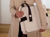 Bild: Der PaketButler ist eine aufklappbare Box für die Annahme von Paketen.