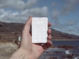 Bild: Nichts außer telefonieren: das Scheckkarten-große Light Phone.