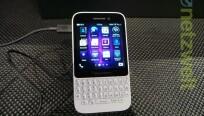 Das BlackBerry Q5 ist kantiger als der große...