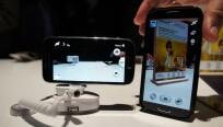 Größenvergleich mit dem Galaxy S4 (rechts)....