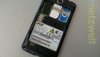 Das Smartphone unterstützt den Dual-SIM-Betrieb...