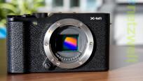 Der X-Trans CMOS-Sensor hat eine Auflösung von...