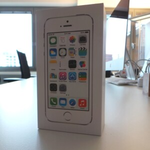 unboxing apples iphone 5s in der redaktion eingetroffen netzwelt. Black Bedroom Furniture Sets. Home Design Ideas