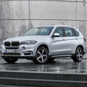 bmw x5 xdrive40e hybrid suv mit i8 power kostet euro netzwelt. Black Bedroom Furniture Sets. Home Design Ideas