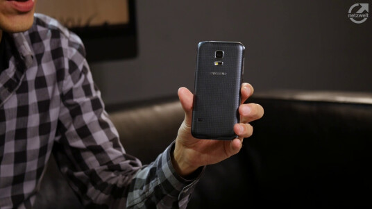 Samsung bringt mit dem Galaxy S5 mini eine kompaktere aber auch schwächere Variante des Galaxy S5 in den Handel. Lohnt sich der Kauf?
