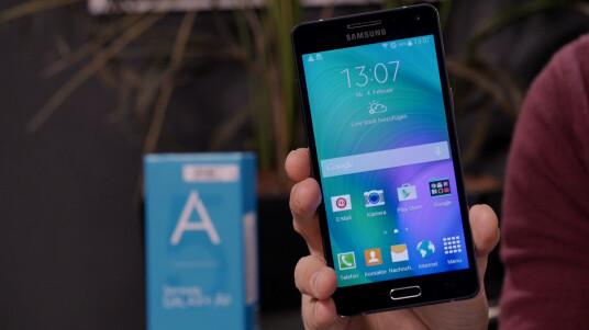 Das Galaxy A5 ist das erste Samsung-Smartphone mit Ganzmetallgehäuse. In unserem Video-Review stellen wir es euch näher vor.