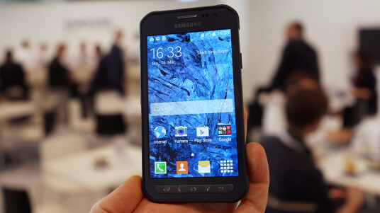 Netzwelt durfte auf der CeBIT 2015 in Hannover einen ersten Blick auf das Outdoor-Smartphone Galaxy Xcover 3 von Samsung werfen.