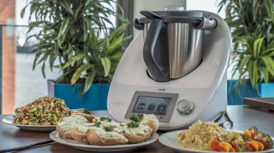 Kocht, mixt, schneidet - was noch? Der Thermomix von Vorwerk vereint viele Küchengeräte in einem.