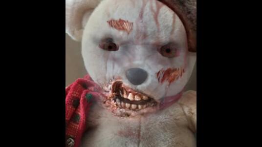 Schaut aus wie vom Friedhof der Kuscheltiere. Auch die lieben Kuschelbären und Puppen lassen sich mit ZombieBooth schnell in gruselige Kreaturen verwandeln. Thumbnail