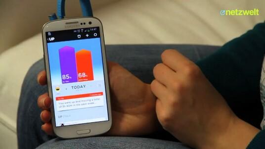 Mit Up verfolgt Jawbone ein etwas anderes Konzept als beispielsweise Nike mit dem FuelBand. Mit dem Tracker soll nicht nur die eigene Fitness verbessert, sondern der Alltag jedes Nutzers gesünder werden. Der Test zeigt: Up bietet viel, verlangt von seinem Träger aber auch einiges.