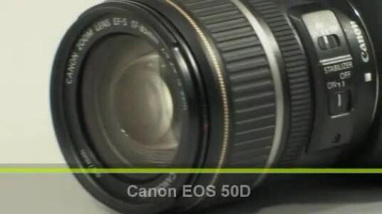 Die Kamera aus dem Semi-Profi-Bereich erhält man im Handel für unter 1.000 Euro. Netzwelt testete die Canon EOS 50D im Set mit einem Objektiv mit einer Brennweite von 17 bis 85 Millimetern.