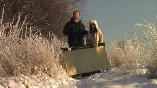 In dem Video erläutert der Fotograf Martin Krolop, was es bei einem winterlichen Fotoshooting zu beachten gilt. Besonders viel Aufmerksamkeit gilt den richtigen Kameraeinstellungen.