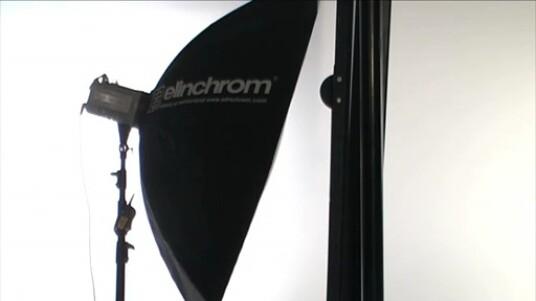 In dem Video beschreibt der Fotograf Martin Krolop, wie mit zwei Lichtquellen ein tolles Setup für Porträtfotografien umsetzbar ist.