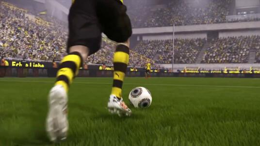 EA Sports verrät in der Gameplay-Series regelmäßig neue Details bezüglich FIFA 15. Heute präsentieren wir den Agilität- und Kontrolle-Trailer. Die Spiele entstehen im Ein-Jahres-Zyklus, was meistens dafür sorgt, dass sich die Teile nur alle paar Jahre grundlegend unterscheiden. Dieses Mal wurde viel an der KI, der Physis und den Emotionen von Publikum und Spielern gearbeitet. Im Gameplay-Video erfahrt ihr mehr über die Neuerungen. EA Sports veröffentlicht FIFA 15 am 25. September 2014 für PC, Xbox 360, Xbox One, PS3, PS4, PS Vita, Wii und 3DS.