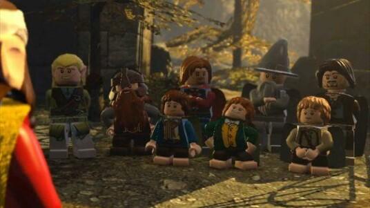 Dieser witzige Trailer zeigt die bekannte Geschichte von Lego Der Herr der Ringe. Die Entwickler zeigen dabei, dass sie dem Stoff eine große Prise eigenen Einfluss beimischen. Insgesamt präsentiert sich die Lego-Videospiel-Version von Der Herr der Ringe dadurch deutlich humorvoller als die ursprüngliche Geschichte um Frodo und die Gemeinschaft des Rings. Erscheinen wird Lego Der Herr der Ringe am 23. November 2012 für die PlayStation 3, die Xbox 360, die Nintendo Wii und den PC.