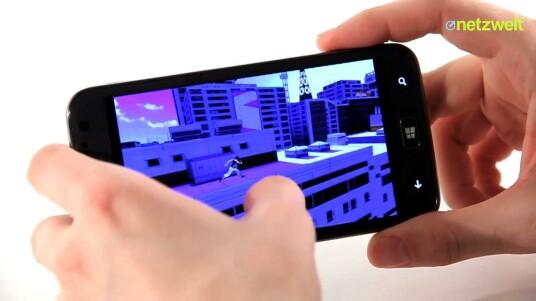 Das Samsung Ativ S läuft zwar mit Windows Phone 8, hat aber viele Gemeinsamkeiten mit dem Android-Vorzeigemodell Galaxy S3 des südkoreanischen Herstellers.