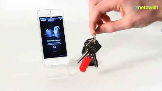Das Proximo Fob & Tag Kit sichert iPhone, iPad, Schlüssel und Taschen gegen die eigene Vergesslichkeit ab. Per Bluetooth werden Anhänger und iOS-Gerät gekoppelt und schlagen Alarm, wenn diese sich zu weit voneinander entfernen.