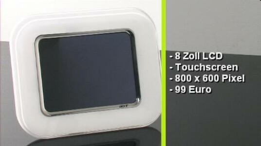 Günstiger Bilderrahmen mit acht Zoll großem Display und Touchscreen. Der AF318 kostet 99 Euro und zeigt Fotos in einer Auflösung von 800x600 Pixel an. Die Wiedergabe von Videos oder Musik ist mit dem schickem weißem Bilderrahmen nicht möglich.