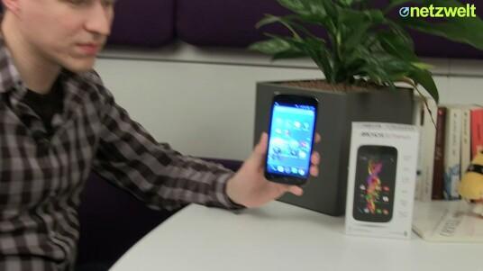 Zwei unterschiedlich große SIM-Schächte und eine übergroße LED-Fotoleuchte - das Archos 50 Titanium bietet für ein 180-Euro-Smartphone einige Besonderheiten. Doch kann das Dual-SIM-Smartphone aus Frankreich im Test überzeugen?