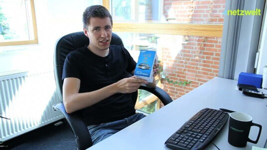 Samsungs Beamer-Handy Galaxy Beam ist in der netzwelt-Redaktion eingetroffen. Der Karton offenbart beim Auspacken jede Menge Zubehör.