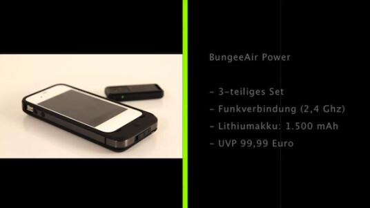 BungeeAir von Kensington ist ein Sicherheitssystem für das iPhone 4 und durch die gleichen Abmessungen auch für das iPhone 4S. Das System besteht aus einer App, einem Gehäuse und einem dazugehörigen Anhänger. Nach der Installation der Anwendung, der Einrichtung eines Passcodes zum Sperren des Handys sowie dem Einlegen des Geräts in das Gehäuse, kann die Alarmfunktion des Systems aktiviert werden. Sie bewirkt, dass der Träger des Anhängers durch einen Piepton alarmiert wird, sobald sich das iPhone nicht mehr in seiner Nähe befindet.