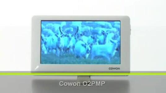Hinter dem Namen Cowon O2PMP versteckt sich eine digitale Jukebox in einem schicken weißen Gehäuse. Die Ausstattungsliste wird vor allem durch die Formatvielfalt der abspielbaren Formate angeführt, überzeugt aber auch sonst.