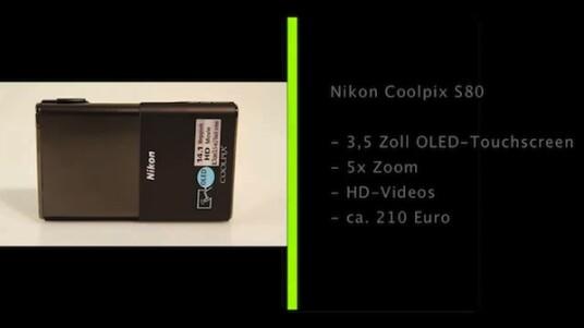 Ein Taste reicht aus: Bei der Nikon Coolpix S80 kann der Nutzer nur den Auslöser drücken. Er schaltet sie durch verschieben der Frontabdeckung ein und verändert die Eintellungen über den Touchscreen auf der Rückseite.