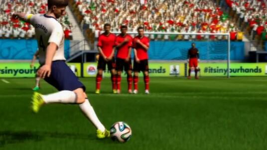 EA Sports bringt zur WM 2014 in Brasilien wieder ein passendes FIFA auf den Markt. Das Fußball-Spiel ist der Ableger vom aktuellen FIFA 14. Der Trailer zeigt euch die unterschiedlichen Spielmodi und Möglichkeiten von FIFA Fußball Weltmeisterschaft 2014. Ihr spielt ganze Nationalmannschaften oder macht Karriere als Team-Kapitän. Wie im echten Turnier müsst ihr um Weltmeister zu werden die Gruppenphase und alle Finalrunden überstehen. Eure WM-Prognosen könnt ihr ab dem 17. April 2014 auf der Xbox 360 und der PlayStation 3 austragen.