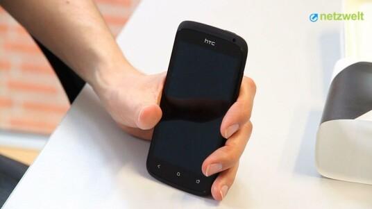 Das HTC One S ist als Testgerät in der Redaktion eingetroffen. Netzwelt wirft einen ersten Blick auf das Modell und testet gleich das Keramikgehäuse.