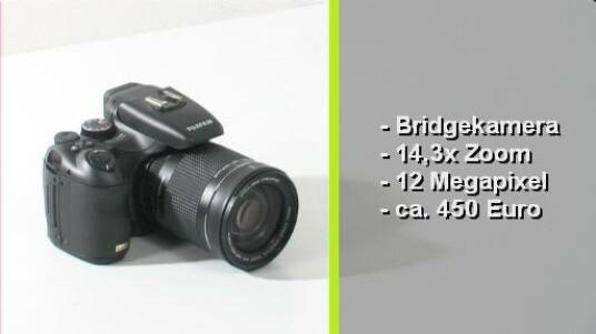 Die Bridgekamera von Fujifilm ist eine solide verarbeitete Kamera, die angenehm zu bedienen ist und brauchbare Bilder liefert. Einzig die Vorzüge des Super-CCD-EXR-Sensors sind schwer auszumachen.