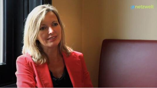 Was denkt die GEMA eigentlich über Sven Regeners Wutausbruch und was hält sie von einem Warnhinweismodell nach französischem HADOPI-Vorbild. All diese Fragen beantwortet Pressesprecherin Bettina Müller im Video-Interview mit netzwelt.